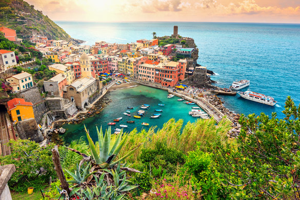 1 Panorama-of-Vernazza-and-suspended-garde.jpg