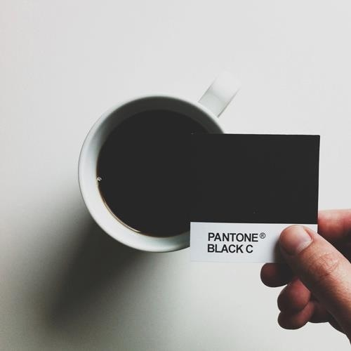 Pantone 为现代生活着色