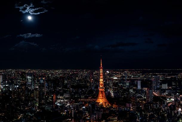 也可以看见东京铁塔与挂在