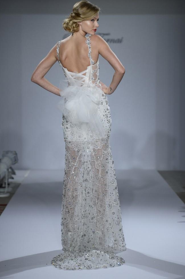 如此唯美性感优雅的婚纱你见过吗?
