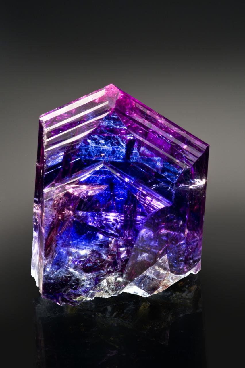 有一种瑰丽蓝叫坦桑石