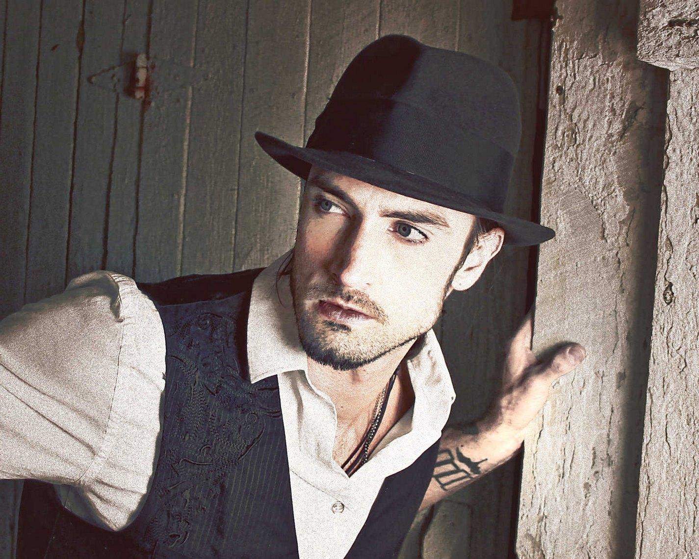 今天 你戴宽沿绅士帽了吗?