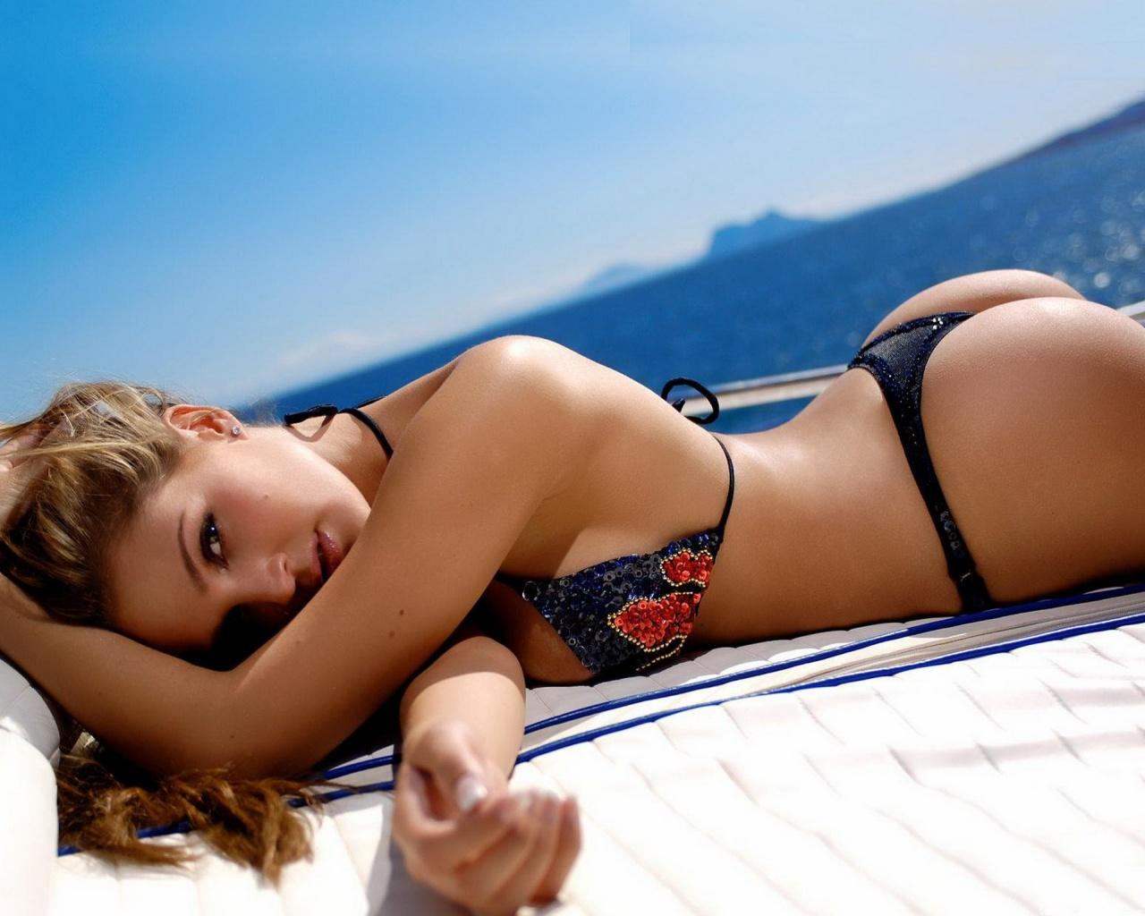 如何成为性感Bikini Girl?