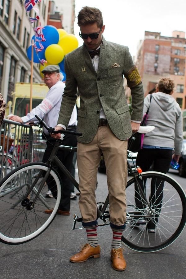 骑单车的男生也很酷不是吗?