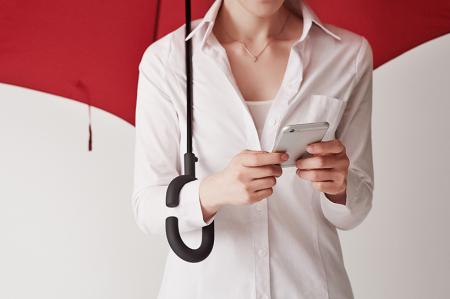 解放你的双手 雨伞不需用手拿!
